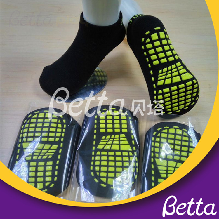 Bettaplay Customed Anti-slip Trampoline Park Socks for kids and adults Suppliers